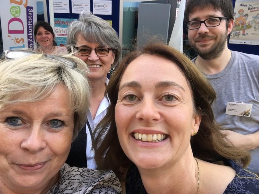 Infostand, Selfie mit Ministerin Barley