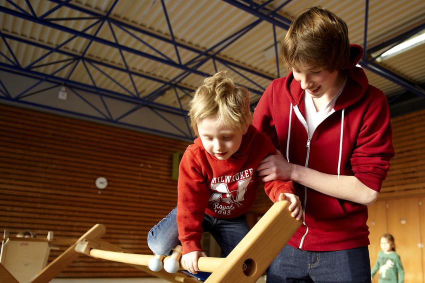 Jungen im Kindergarten spielen
